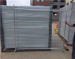Temp fence panels withstand seaside environments and to extend service life and prevent breakage