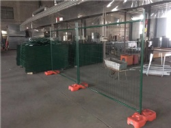 Powder Coated Green Color Temporary fencing panels 2100mm x 2400mm With Orange Base